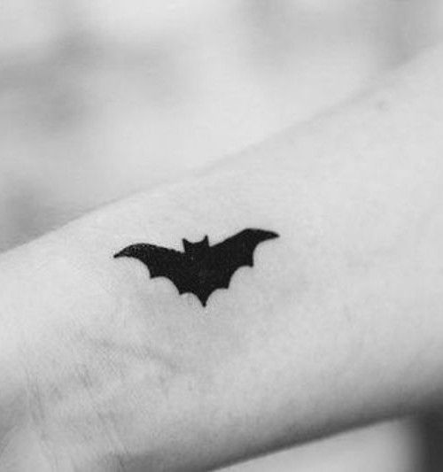 Description Creative Bat Tattoo Designs