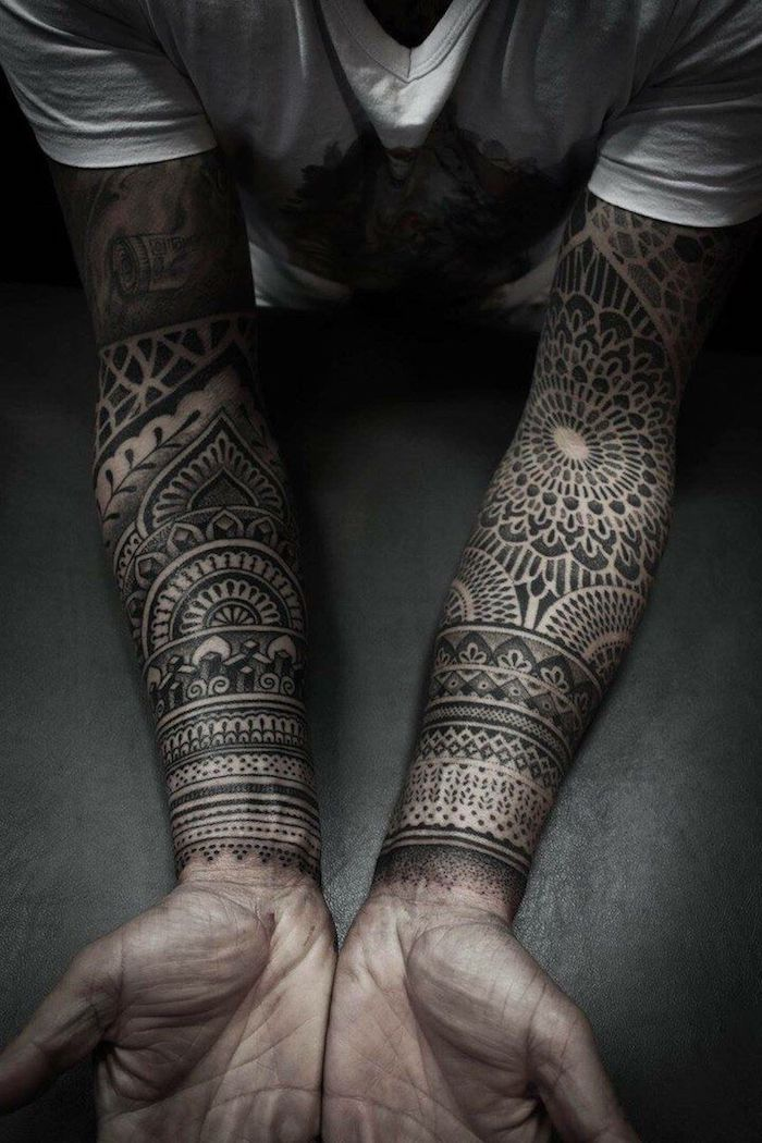 tattoo trends tatouage homme motifs tribal inspiration mandala t shirt blanc et noir tatou. Black Bedroom Furniture Sets. Home Design Ideas