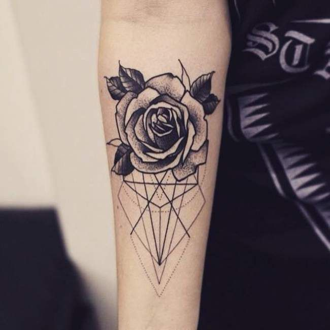 Geometric Tattoo Tatouage De Femme Tatouage Rose Dotwork Sur